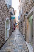Viejo budva. casas, calles y callejones de la ciudad. montenegro — Foto de Stock