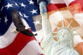Americká vlajka, létající orel bělohlavý, socha svobody a ústava fotomontáž — Stock fotografie