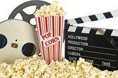 Kino klakier wyżywienie w popcorn z rolce filmu na białym tle — Zdjęcie stockowe