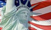 Statua wolności z łzy kropla na białym tle — Zdjęcie stockowe
