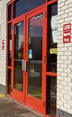 červené skleněné dveře — Stock fotografie