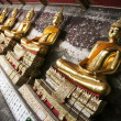 Wat suthat golden buddhas bangkok thailand — Stock Photo
