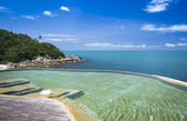 Hotel infinity pool ko samui — Stock Photo