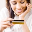 Confident young woman holding credit card — Stock Photo #11364150