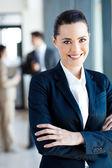 Retrato de la hermosa joven empresaria en oficina — Foto de Stock