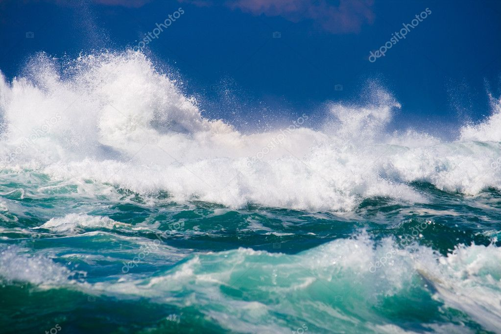 Powerful ocean wave — Stock Photo #12386262