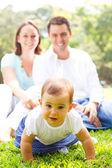 可爱的年轻家庭 — 图库照片
