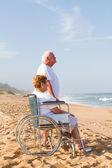 Uomo anziano e moglie di disable — Foto Stock