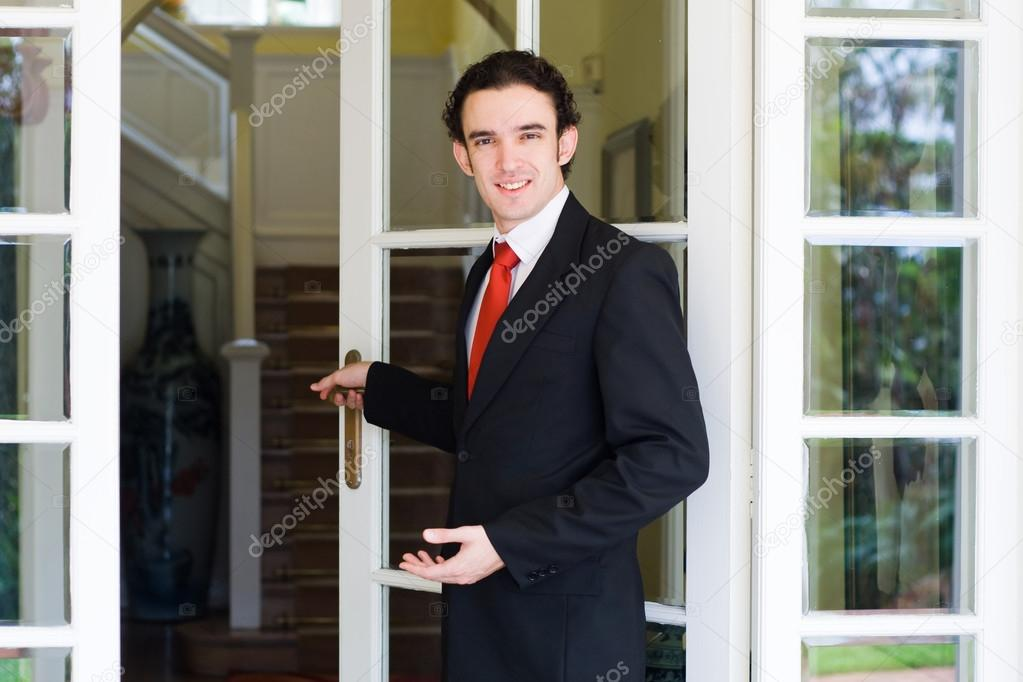 Young male real estate agent welcomes client to visit — Stock Photo #12485536