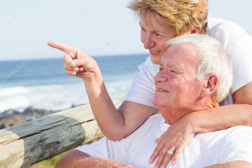 Happy elderly couple on beach — Stock Photo #12485945