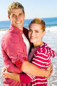 Young couple hugging on beach — Stock Photo