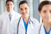 Retrato de grupo da equipe médica no hospital — Foto Stock