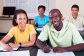 Gruppo di studenti adulti americani africani in aula — Foto Stock