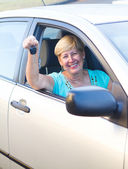 Happy senior driver holding car key — Stock Photo