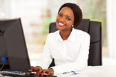 Young african american businesswoman working on computer — Foto Stock