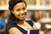 Ziemlich african american college mädchen closeup portrait — Stockfoto
