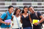 Groep gelukkig afrikaanse college vrienden — Stockfoto