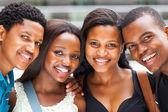 Grupo de afroamericanos de la universidad los estudiantes closeup — Foto de Stock