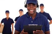 Afro-amerikan erkek kurye hizmeti despatcher ve ekibi — Stok fotoğraf