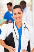 同僚の前でかなり女性医療従事者 — ストック写真