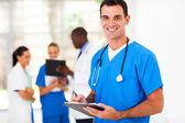 Przystojny lekarz w szpitalu — Zdjęcie stockowe