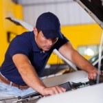Professional vehicle technician — Stock Photo
