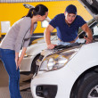 Auto mechanic talking to customer — Stock Photo
