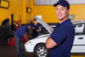 Właściciel firmy auto serwis — Zdjęcie stockowe