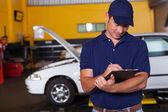 Mannelijke auto workshop manager — Stockfoto