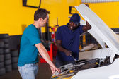 African auto mechanic and customer — Stock Photo