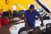 Afrikanska bilmekaniker — Stockfoto