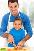 Gelukkig vader dochter koken samen — Stockfoto