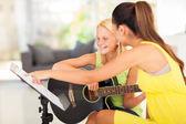 Guitar lesson — Stock Photo