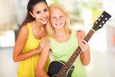 Preteen flicka med sin musiklärare — Stockfoto