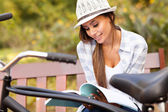 Cute woman studying at the park — Stock Photo