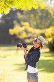学生の若い写真は屋外の写真を撮る — ストック写真
