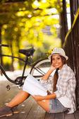 Studente di college studiando all'aperto — Foto Stock