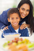 Mother and son at breakfast table — Stock fotografie