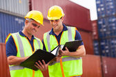 Pracowników portu w container yard — Zdjęcie stockowe