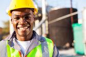 Afrikaanse amerikaanse petrochemische arbeider portret — Stockfoto