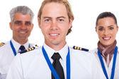 Erster offizier mit airline crew — Stockfoto