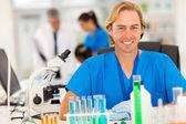 Investigador médico en laboratorio — Foto de Stock