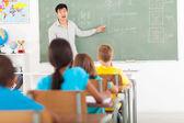 Elementary school teacher teaching chinese language — Stock Photo