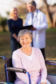 Zakázané starší žena venku — Stock fotografie