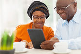 Elderly african couple using tablet computer — Stock Photo
