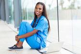 Unga afrikanska amerikanska läkare — Stockfoto