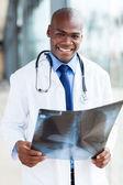 Amerikansk sjukvård arbetare med röntgen — Stockfoto