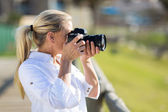 Amateur middle aged photographer shooting pictures outdoors — Stock Photo