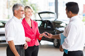 Senior couple buying a new car — Stock Photo