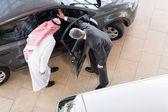 Salesman selling a car — Foto Stock